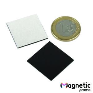 Patrate magnetice autoadezive debitate la cutter plotter.